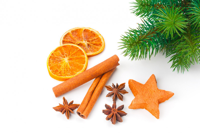 Come addobbare l'albero di Natale con le fette di arancia