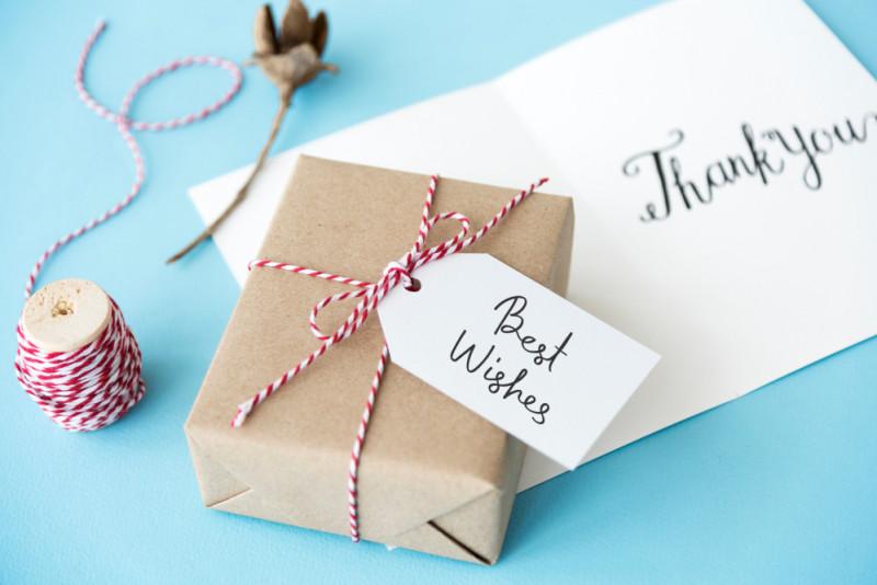 Regole di bon ton per regali e auguri