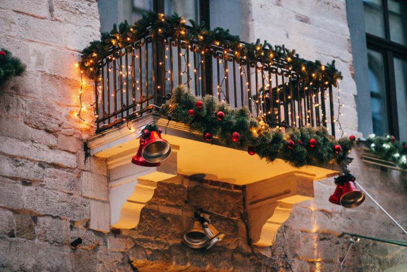 Illuminazione Esterna Natale : Come addobbare il balcone per natale fai da te mania
