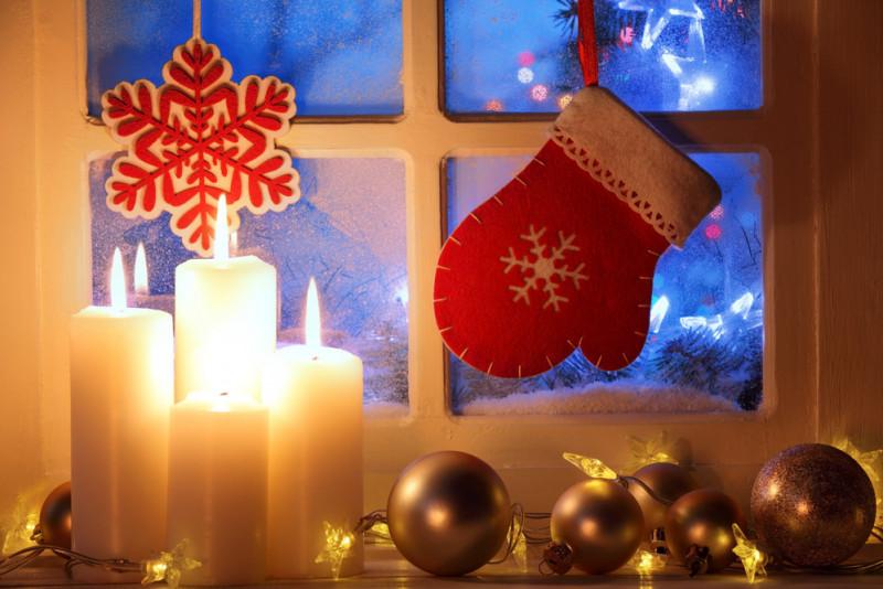 Come decorare le finestre per Natale
