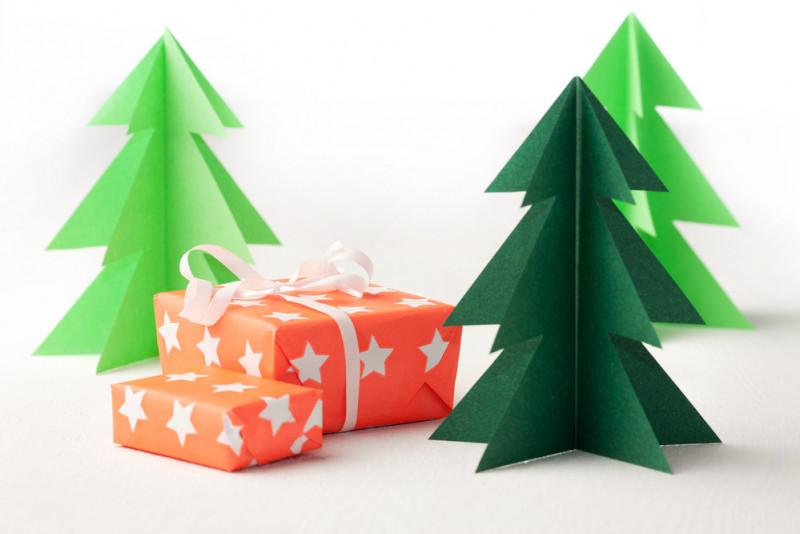 Come realizzare un albero di Natale col cartoncino
