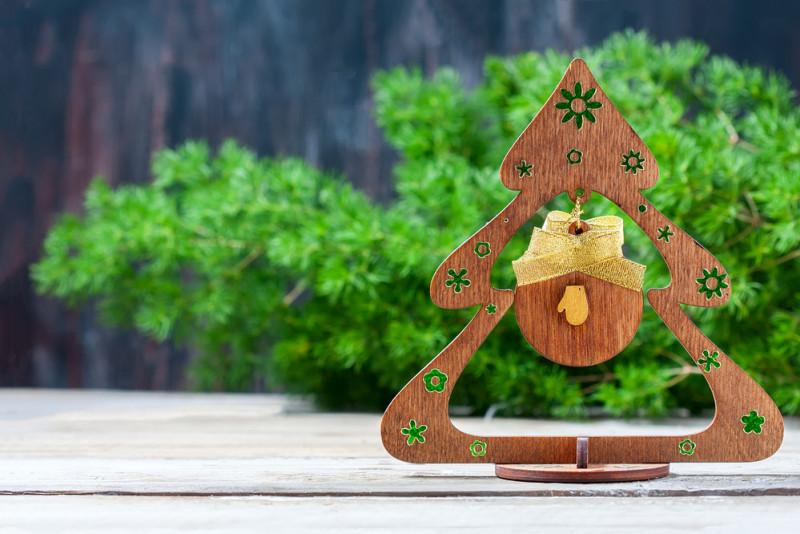 Come realizzare decorazioni natalizie di legno