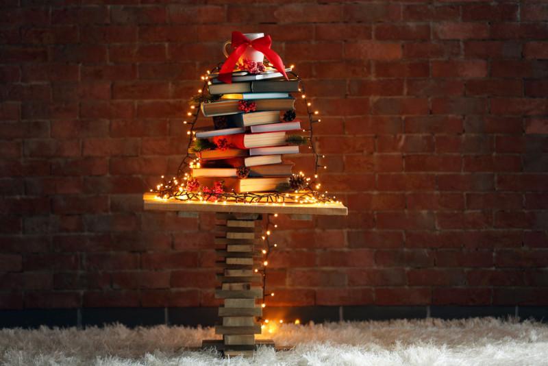 Come realizzare l'albero di Natale con i libri