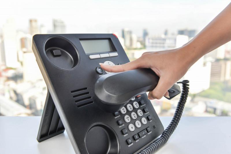 Come sostituire una presa telefonica a muro