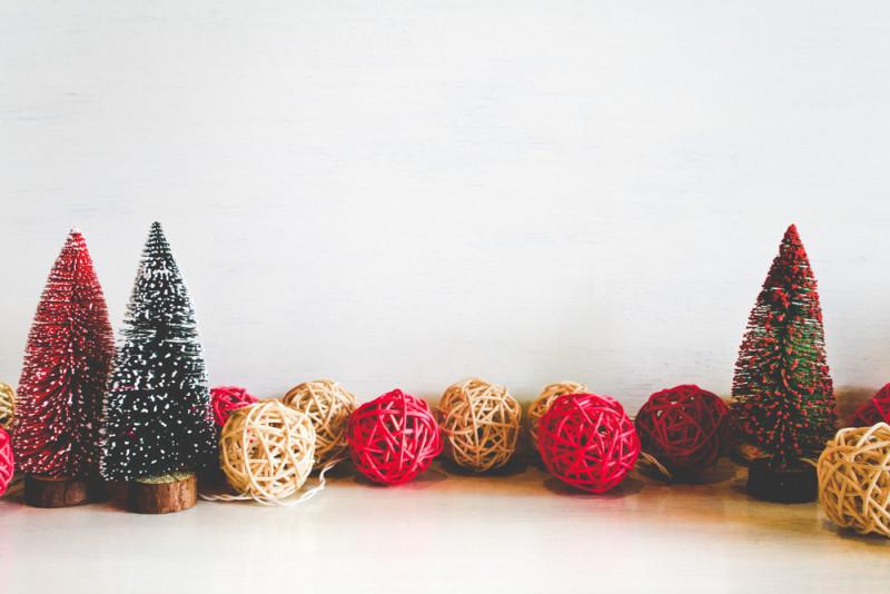 Come realizzare una palla di Natale con lo spago