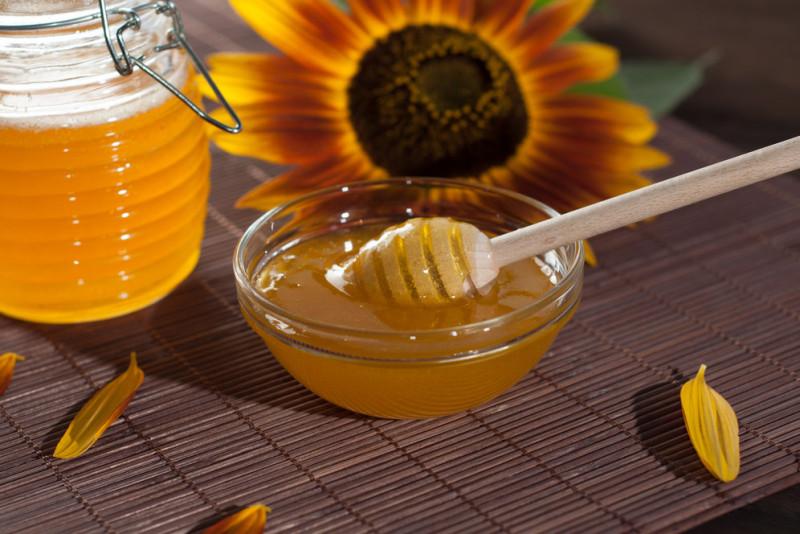 Benefici di bere acqua e miele