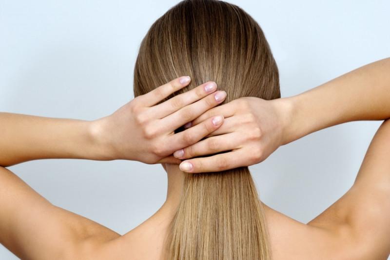Come camuffare dei capelli sporchi e farli sembrare puliti