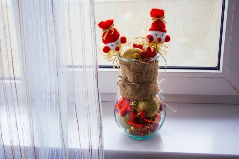 Come decorare un vaso di vetro in stile natalizio