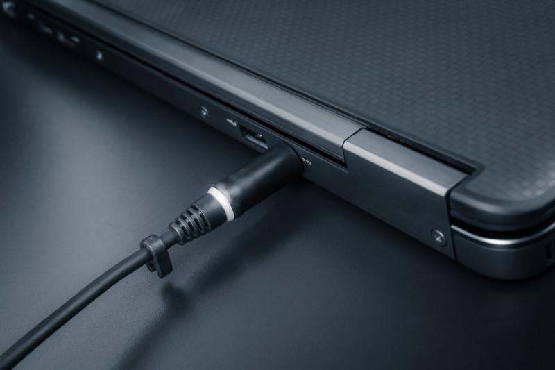 Come ricaricare la batteria del tuo portatile in auto