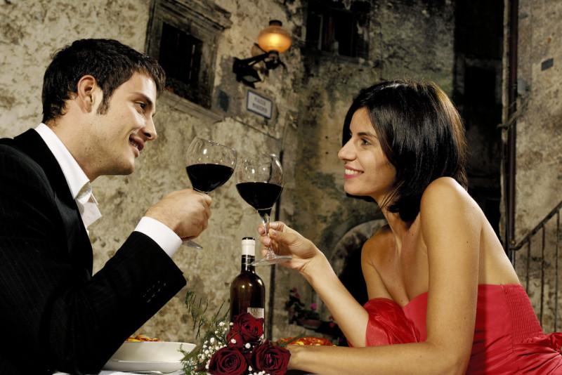 Come vestirsi per una cena romantica