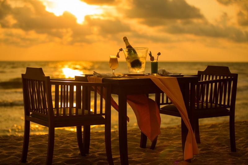 Come organizzare una cena in spiaggia