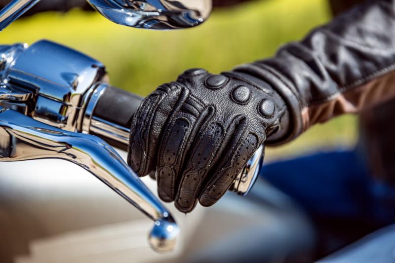 Come scegliere guanti da moto