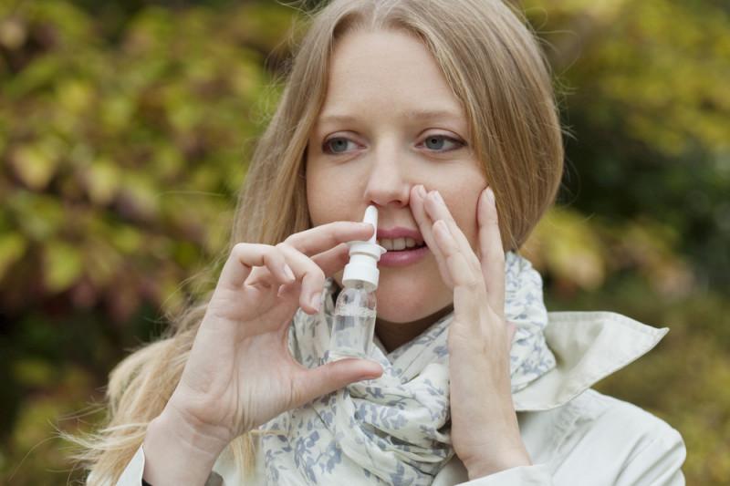 Come preparare un decongestionante nasale con acqua, sale e bicarbonato