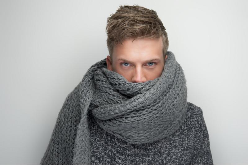 Come realizzare una sciarpa da uomo ai ferri