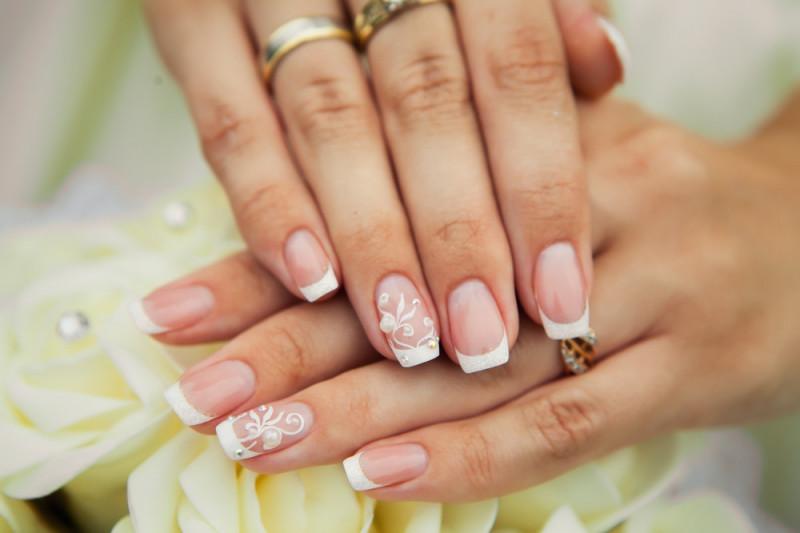 Come applicare gli strass sulle unghie
