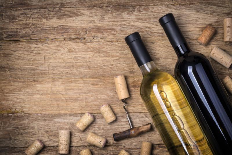 Come ripulire una bottiglia di vetro dai residui di vino