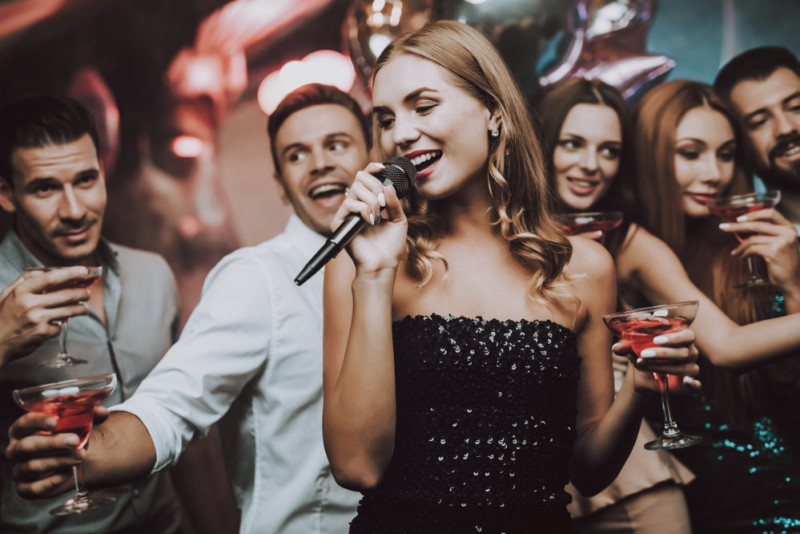 5 idee per intrattenere gli ospiti a una festa