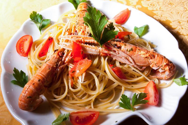 Come preparare gli spaghetti con gamberi e bottarga