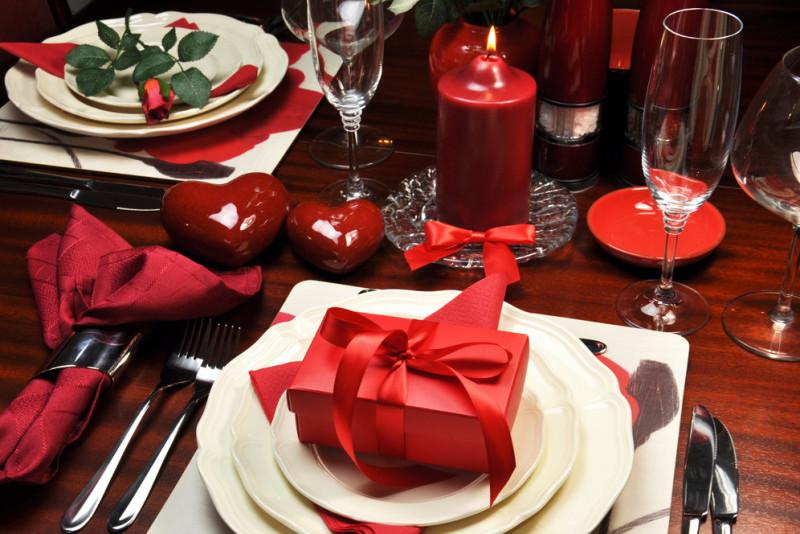 Come apparecchiare la tavola per una cena romantica