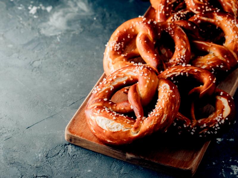 Come preparare i pretzel al sesamo