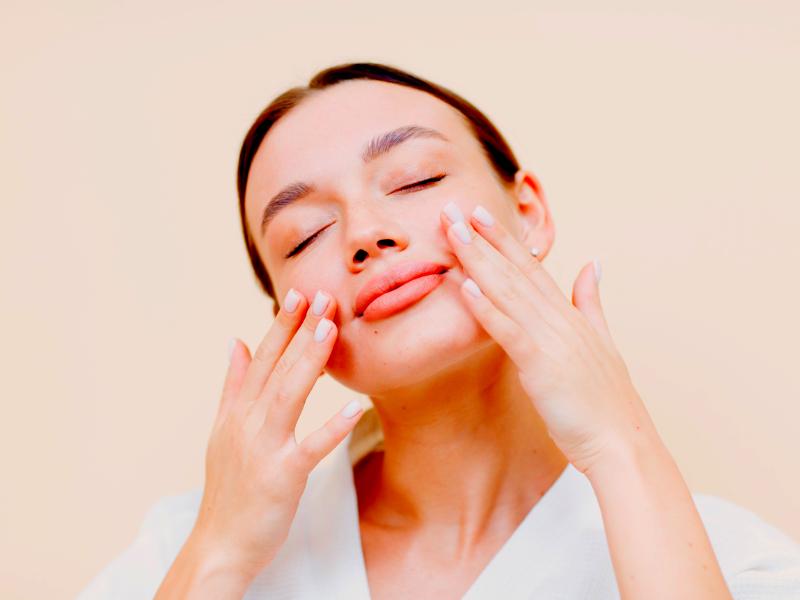 Come massaggiare viso  e  occhi