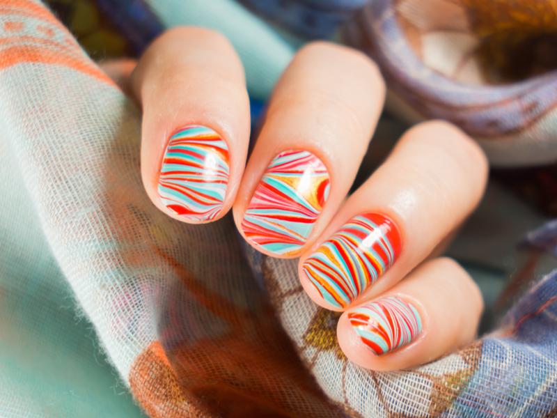 Nail art: come fare la water marble
