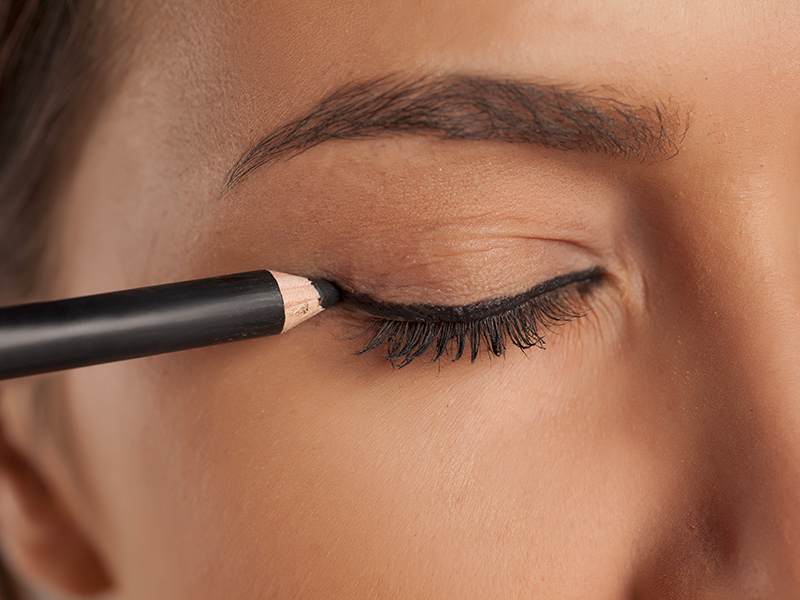 Come mettere la matita sugli occhi