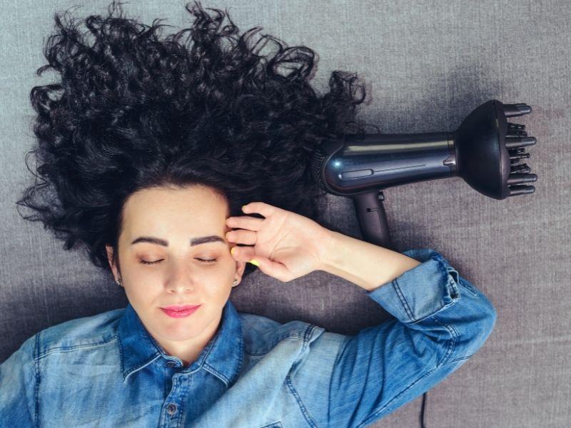 Come si usa il diffusore per capelli ricci