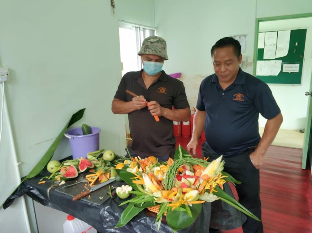 Pamik & Sylvester Bouquet making