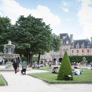 สวนสาธารณะ PLACE DES VOSGES ใจกลางเมืองปารีส