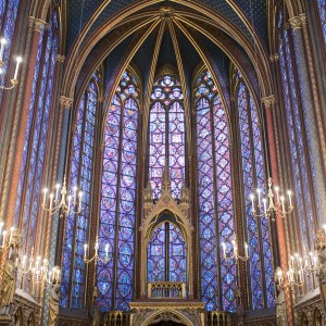 THE SAINTE CHAPELLE : THE DAZZLING STAINED GLASS WINDOWS