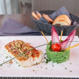 LA PENICHE: ドーヴィルの地元の人々がおすすめする船上レストラン
