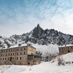 HOTEL TERMINAL NEIGE REFUGE DU MONTENVERS:阿尔卑斯山上的蒙特维庇护所旅店