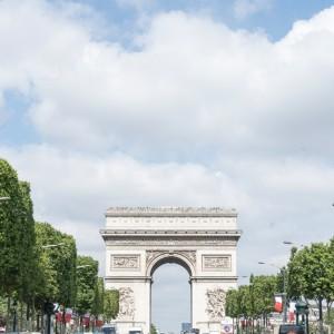 10  สถานที่ยอดฮิตบนถนนฌ็องเซลิเซ่ (Champs-Élysées)
