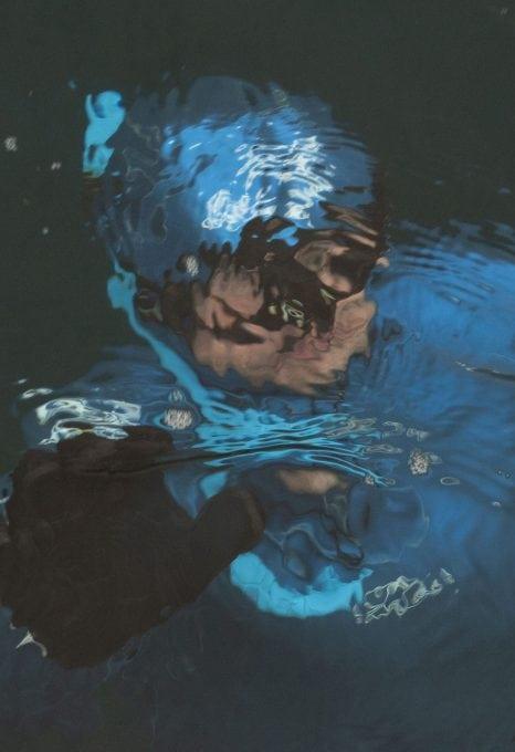 georgina-miller-freediver-deep-breaths-underwater