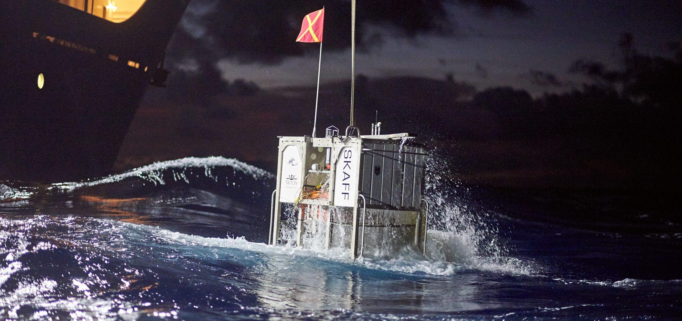 Mariana-trench-dive-submarine-triton