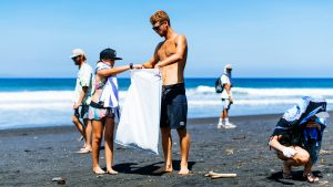 world-surf-league-beach-clean-up