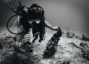 BARBADOS-OCEAN-CLEAN-UP-DIVER