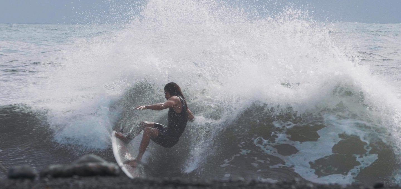 surfing waves Cigarette Surfboard