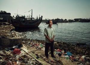 Tom Barnes Indonesia beach plastic