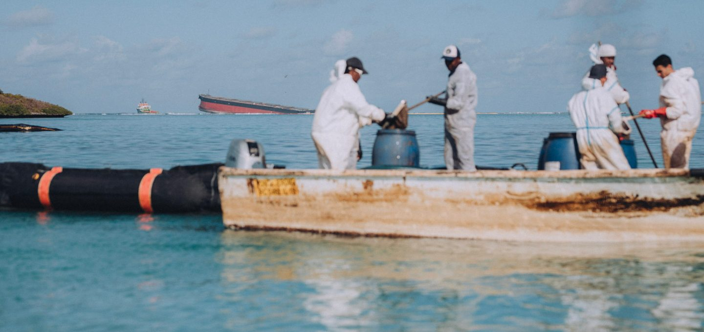 Oil spill clear up
