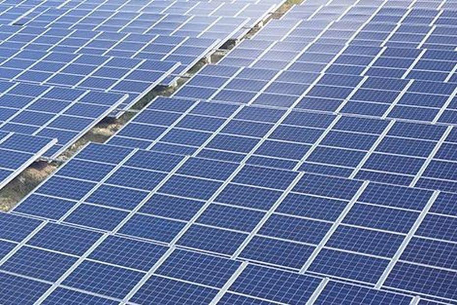Énergies en Nouvelle-Calédonie : La centrale photovoltaïque de Népoui confiée à Enercal