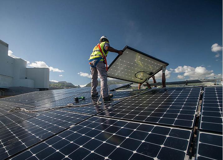 TRIBUNE. Remise en cause unilatérale des contrats solaires par le gouvernement : les DOM, grands perdants d'une réforme asphyxiant la filière photovoltaïque