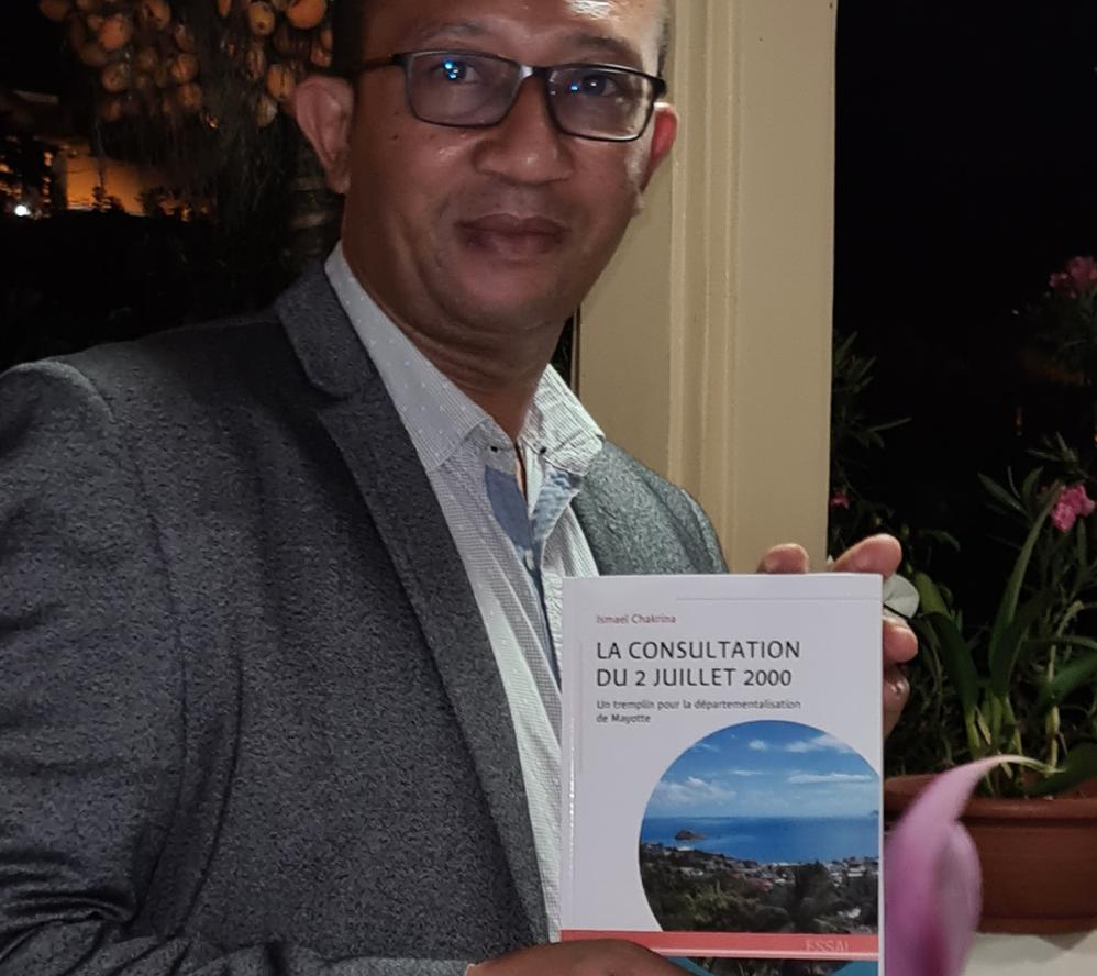 Les différentes étapes de la départementalisation de Mayotte racontées par le Mahorais Ismaël Chakrina dans son essai «La consultation du 2 juillet 2000»