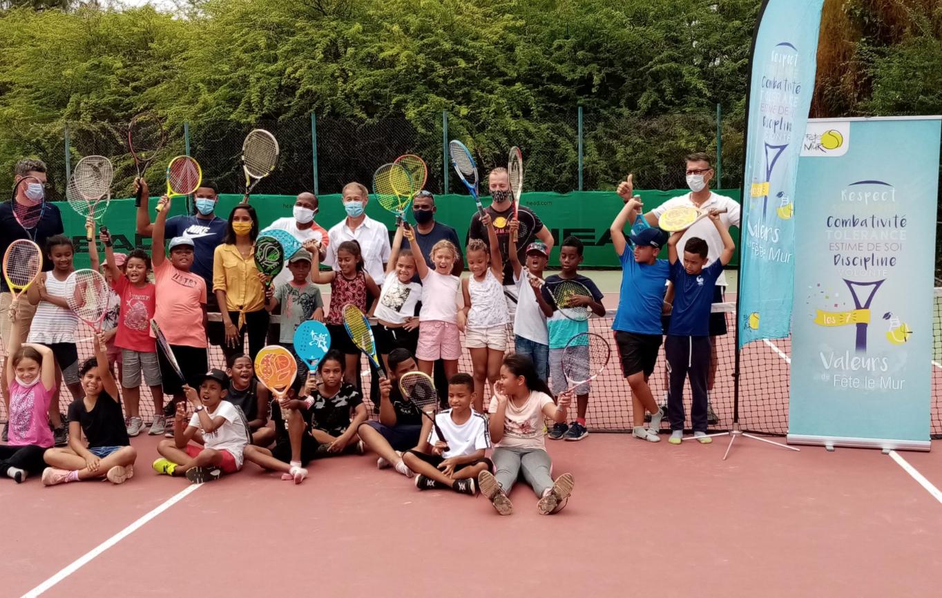 Tennis : Yannick  Noah en tournée dans plusieurs écoles de La Réunion avec son association « Fête le Mur»