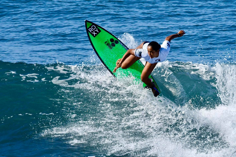 Sports Outre-mer : Les Mondiaux et les JO en ligne de mire pour les surfeuses Vahine Fierro et Johanne Defay