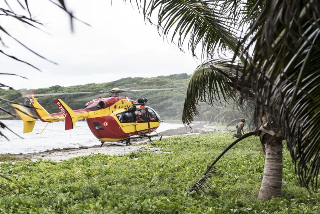 Dans le cadre de la préparation opérationnelle des unités, cet exercice inter-armées nommé Caraïbes, permet au 33e RIMa d'effectuer un exercice de stabilisation/coercition de force. Transfère de militaires du 33E RIMa par 'hélicoptère de la sécurité civile. Vauclin du 24 au 26/11/2020.