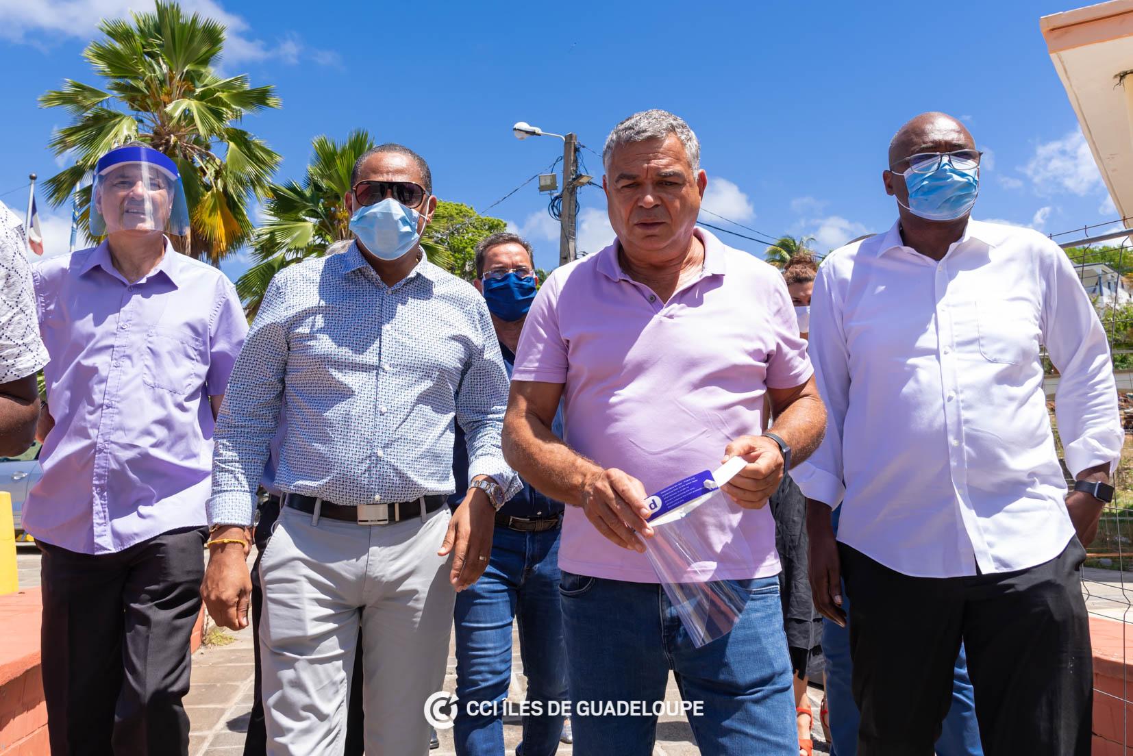 Patrick Vial-Collet (au centre) en visite aux entreprises de Guadeloupe en plein confinement, en mai dernier ©CCI de Guadeloupe