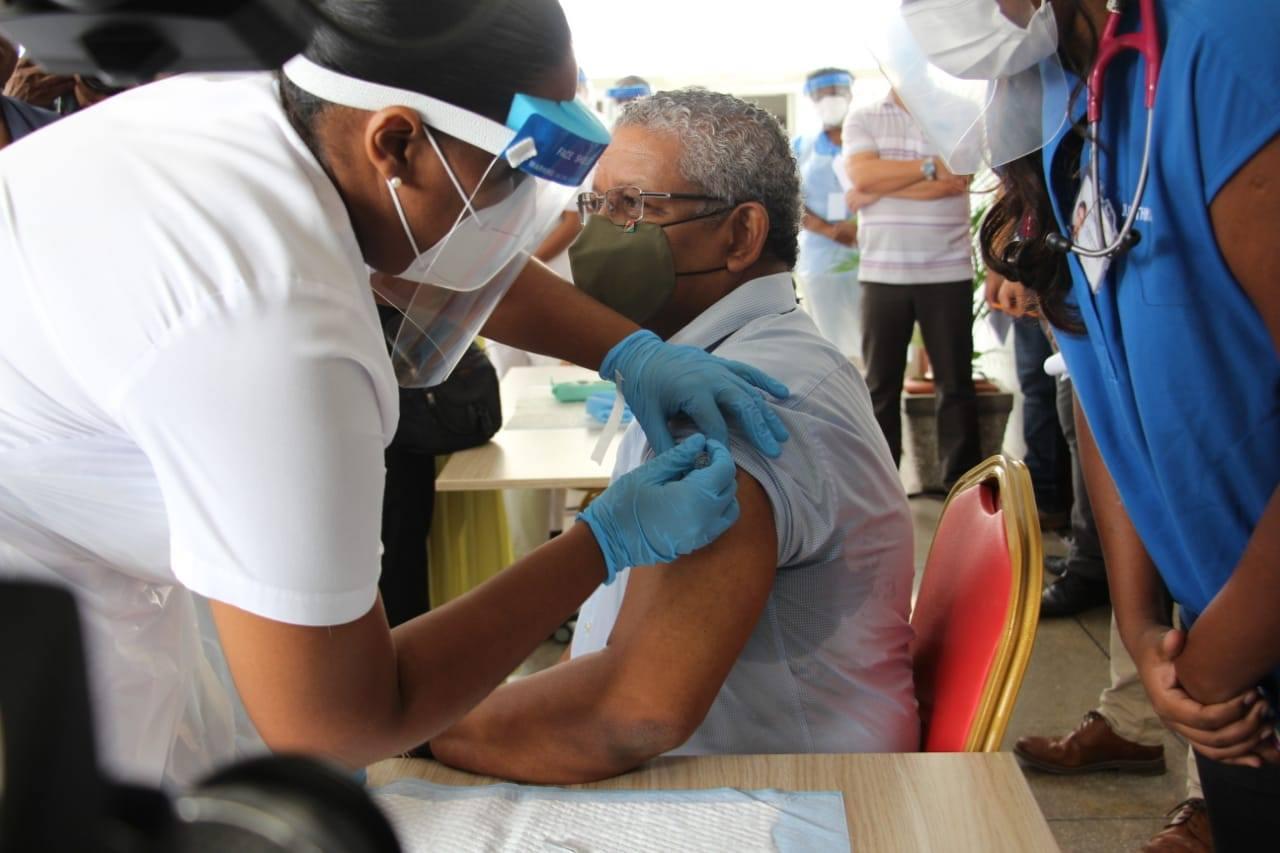 Seychelles: début de la vaccination contre le Covid, une première en Afrique