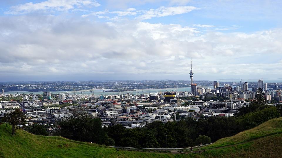 La Nouvelle-Zélande enregistre son premier cas local de Covid-19 en plus de deux mois